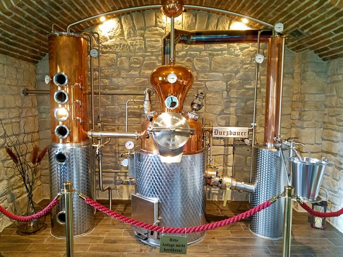 Die Destillerieanlage der Durzbauer Brennerei